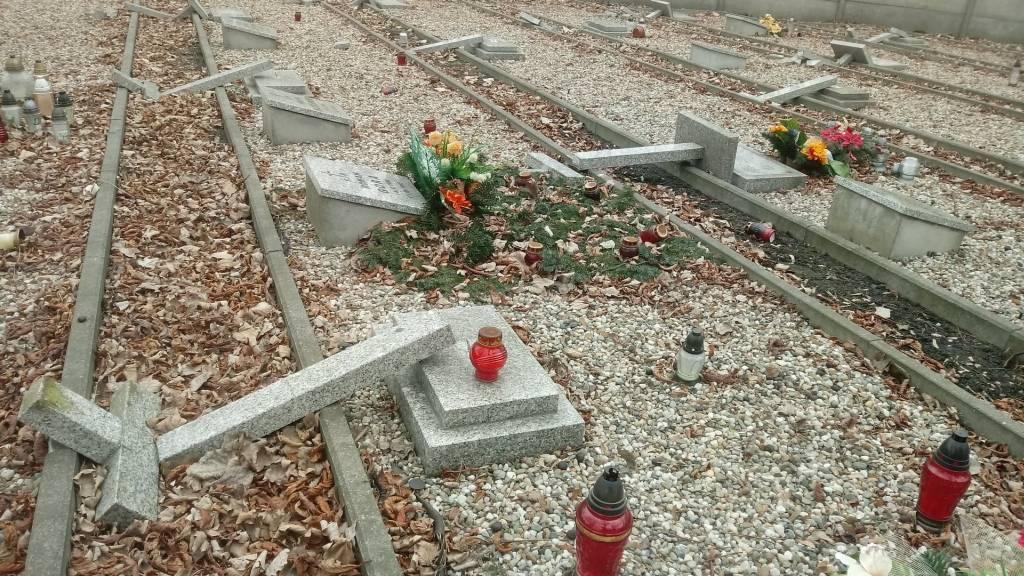 Dewastacja cmentarza Ewangelicko-Ausburskiego w Mysłowicach
