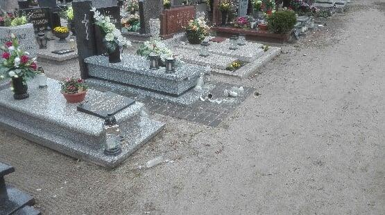 Dewastacja cmentarza w Mosinie