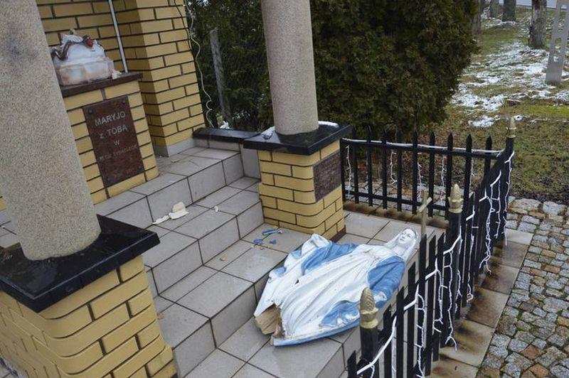 Sprawcy dewastacji kapliczki w Sobikowie zatrzymani