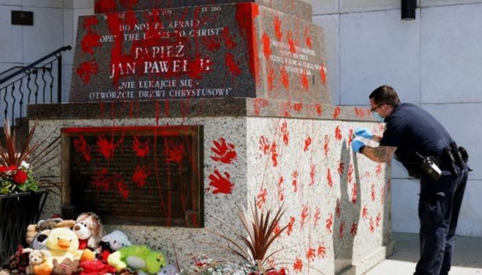 Wandalizm na Pomniku św. Jana Pawła II w Kanadzie